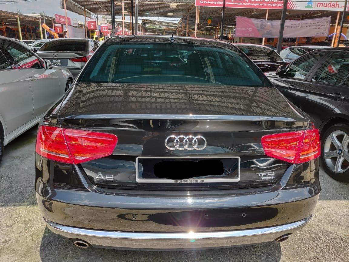 Audi A8 3.0 L TFSI Quattro Sedan 2011